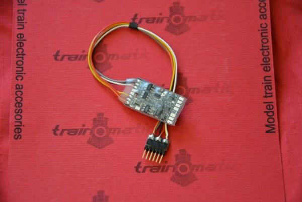 train-o-matic-02010207-lokommander-2-nem651-stecker
