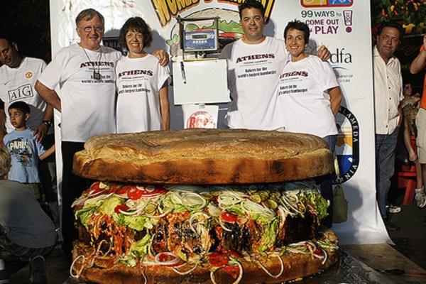 Grootste Hamburger die te koop is - Manisfaction
