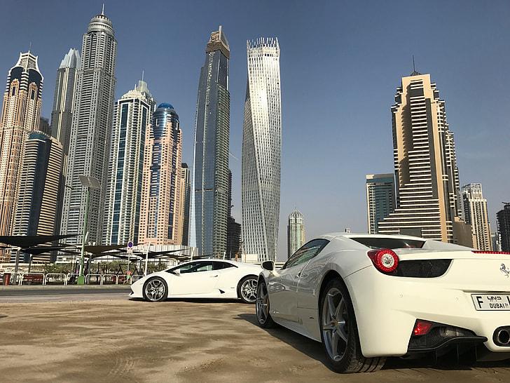 Witte Ferrari Dubai Manisfaction