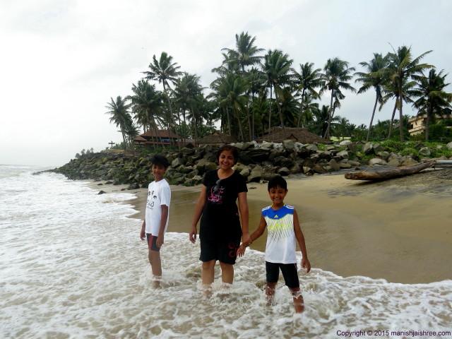 Enjoying the sea-waves, Varkala, Kerala