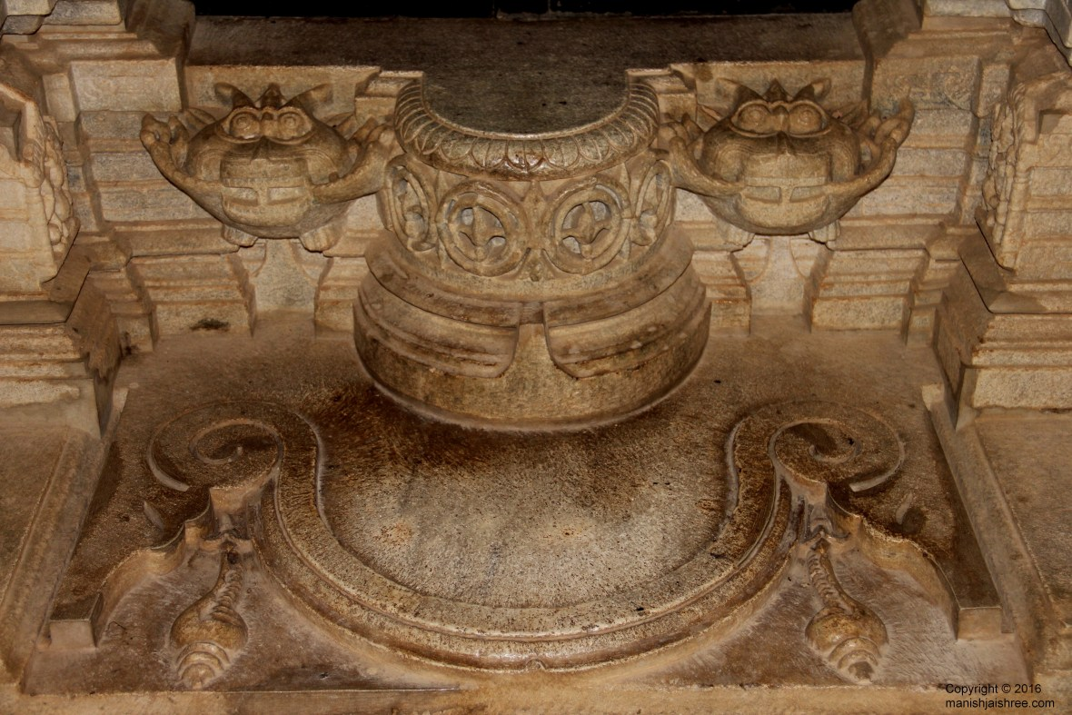 Conch, demons or huge serpents @ Ranakpur Temple