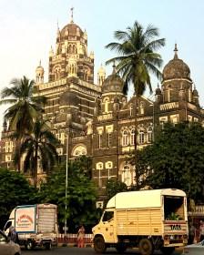 Markets of mumbai, diamond rings