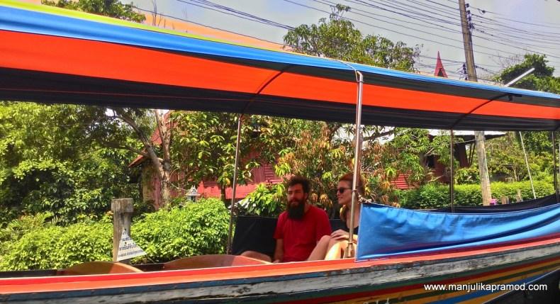 A bangkok love story, Colorful boat
