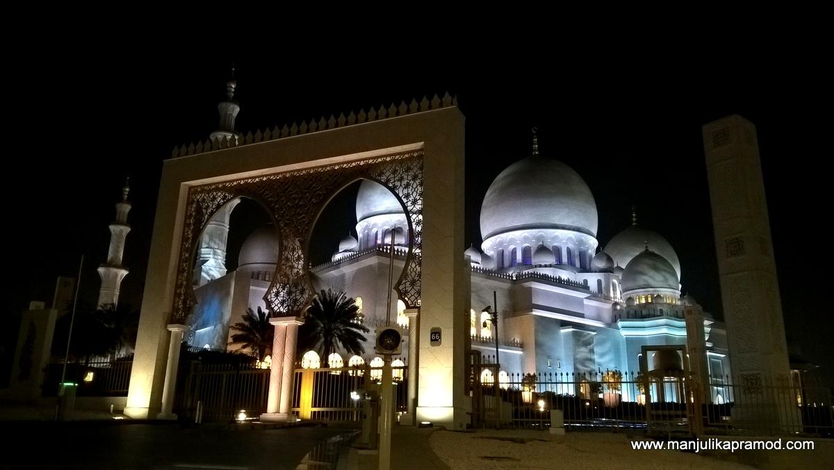 Grand Mosque, Abu Dhabi, Travel blogger in Dubai, UAE, Mosque