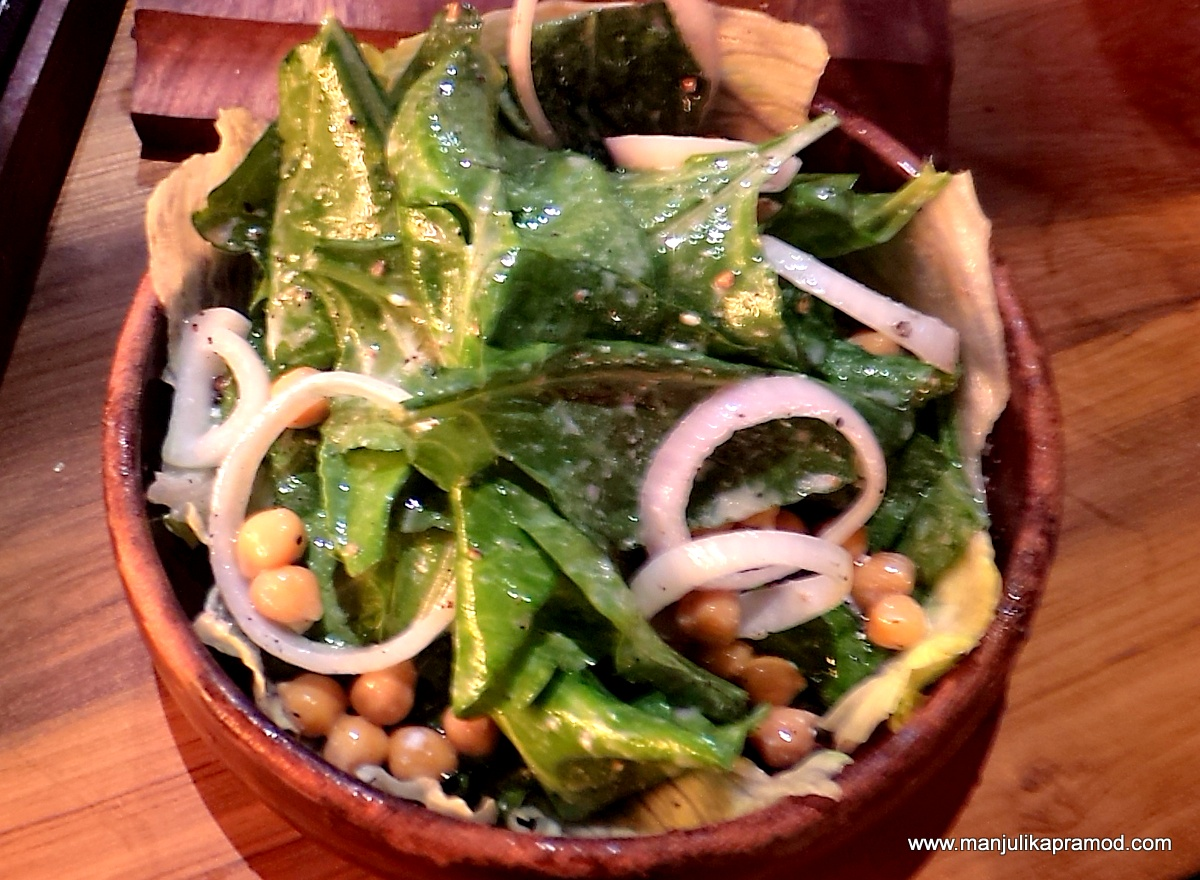 Chick pea, spinach salad, Mighty Small Cafe and Bar, Noida
