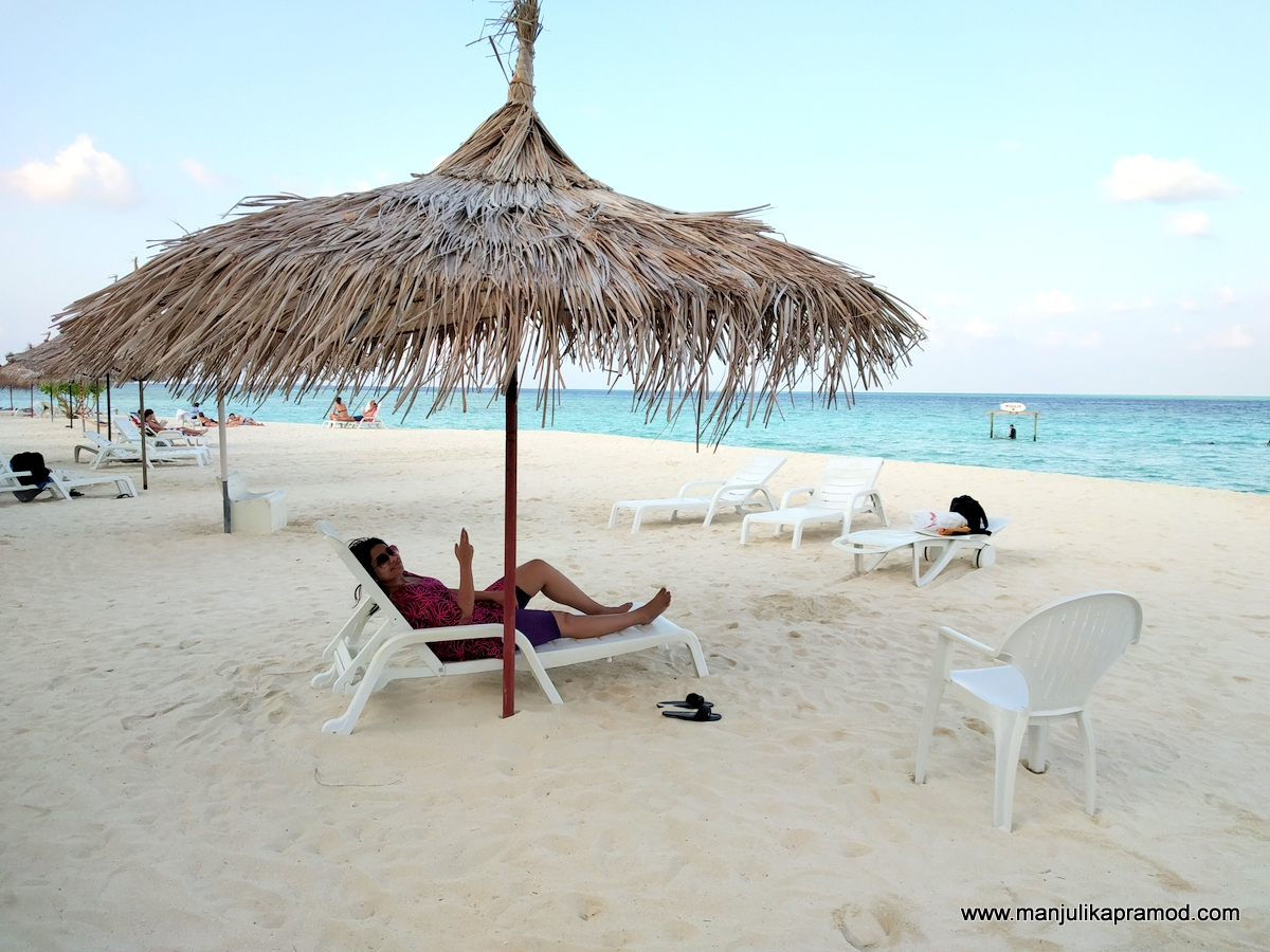 Relaxing on a sunbed on Gulhi Island