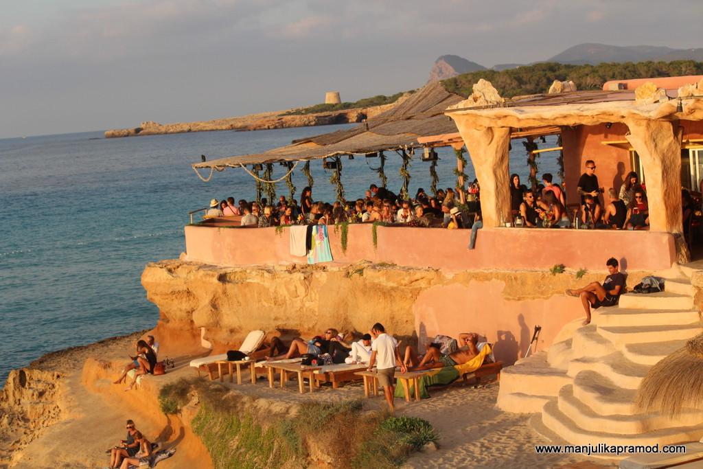 Arm chair travel to Ibiza