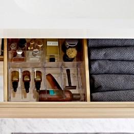 Lokerikko tai lokeroitu vetolaatikko helpottaa järjestyksen ylläpitämistä myös kylppärissä.