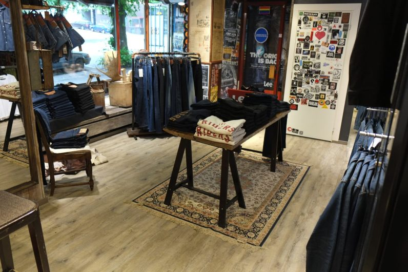Mooster Denimissä on vanhan ajan aidon farkkukaupan henkeä.