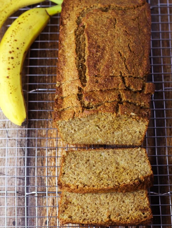 Guilt-Free Banana Bread|www.mannaandspice.com