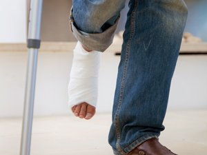 NH Personal Injury Attorneys Leg with cast