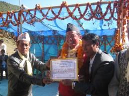 Belle récompense pour notre ami Pushkar et la reconnaissance de son village pour son investissement .
