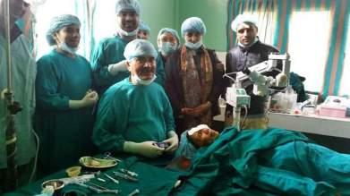 Dr Induprasad DHUNGEL et son équipe