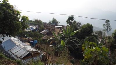 Village actuel de Gogompani, sous bâches plastique et tôles ondulées