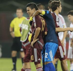 David Zalzman y Beycker Velásquez desolados después del partido ante Rusia (Foto: FIFA.com)