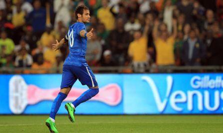 Neymar celebra uno de sus goles ante Sudáfrica Foto: www.aldia.cr