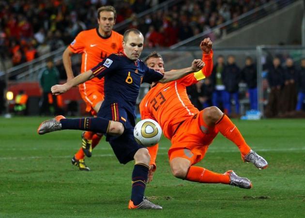 Andrés Iniesta marcó el gol decisivo hace cuatro años y volverá a abanderar a España Foto: melty.es