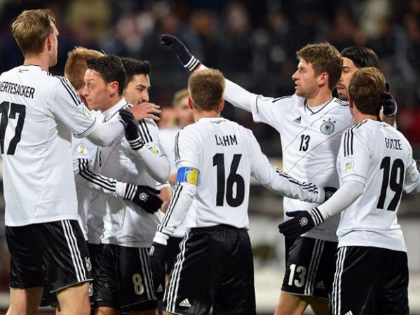 La escuadra alemana celebra un gol con todo el equipo Foto: diariouno.com.ar