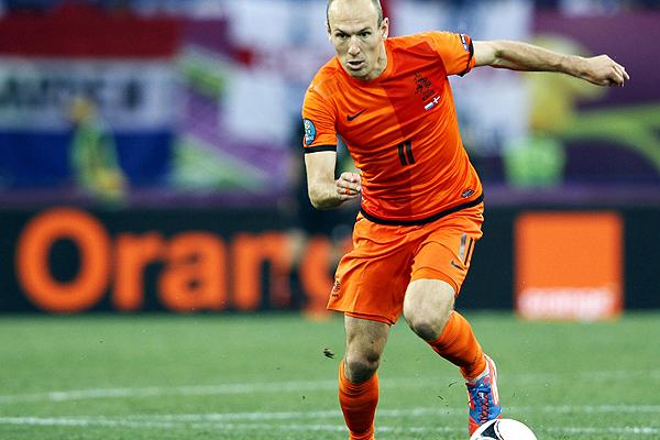 Arjen Robben volverá a formar el ataque orange junto aVan Persie Foto: emol.com