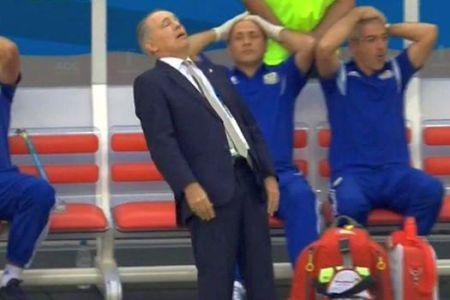 Sabella protagonizó el momento cómico del partido, al desfallecer tras lamentarse por el fallo de Higuaín | Foto: América Deportes