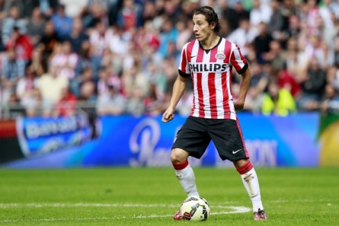 Andrés Guardado durante un partido este año con el PSV (Photo by VI Images via Getty Images)