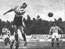 RIERA DESPEJA BALÓN CON LA TESTA.-Fuente MARCA 19460903-Martes.