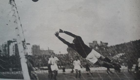 Fuente: AS 1 de enero de 1934 Un tanto azulgrana en la meta de Urquiaga