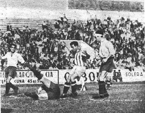 Betis-Deportivo-Copa-1947-Acuña-a-los-pies-de-Núñez-NMP-Marca-29-04-1947
