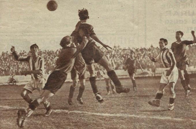 """""""El Betis Balompié venció en el Patronato al Donostia. Momento que precedió al único goal del partido"""" (CPFoto original Estampa nº 364)."""