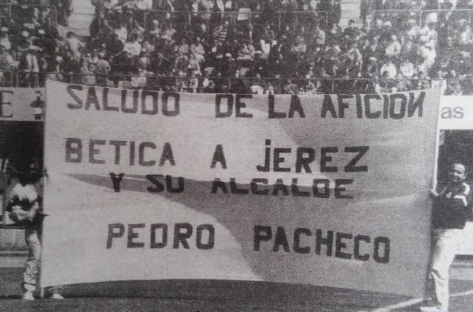 Betis-Eibar Liga 1992 Saludo de la afición bética a Jerez y su alcalde Pedro Pacheco Diario 16 30-3-1992