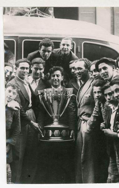 El Betis con la Copa en Bilbao 1935