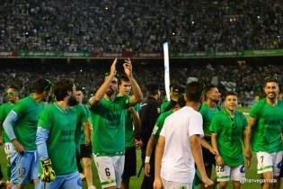 Figueras saludando a gol Sur (especial ascenso 14/15)