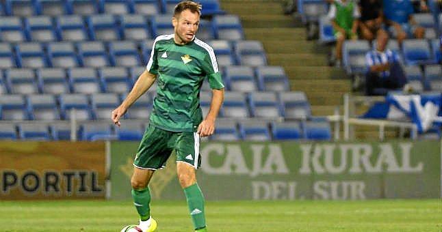 Westermann ya ha disputado algunos minutos con la camiseta verdiblanca. (Foto: estadiodeportivo.com)