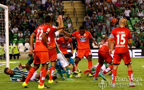 Revuelo en el área (Betis-Deportivo 15/16)