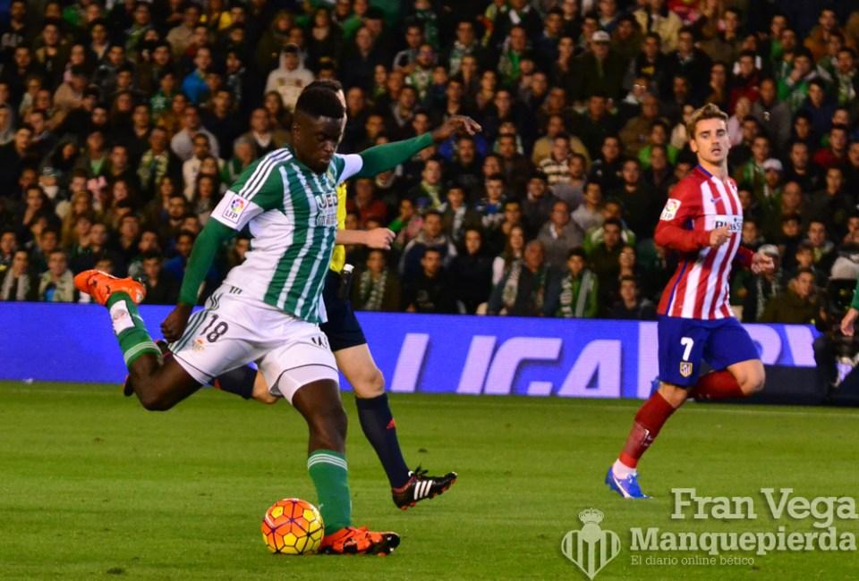 N´Diaye tuvo que quedar como media punta (Betis-Atletico 15/16)