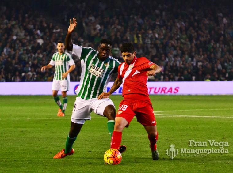 N´Diaye pelea con Banega  (Betis-Sevilla 15/16)