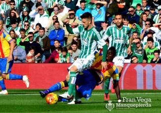 Ricky sufre una dura entrada (Betis-Valencia 15/16)