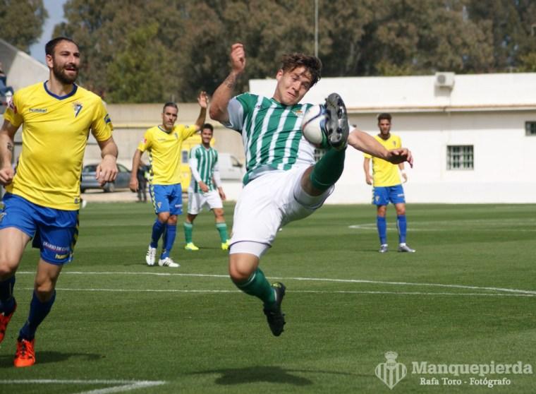 Juanma volvió a marcar de penalty para el filial.