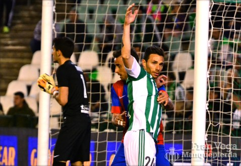 Ruben se queja de un agarron en un corner (Betis-Levante 15/16)
