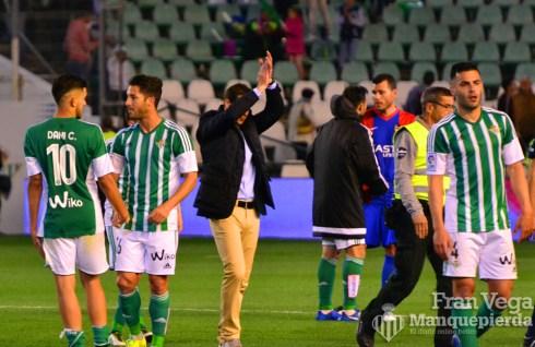 Merino saluda a la afición (Betis-Levante 15/16)