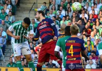 Bruno remata un corner (Betis-Barcelona 15/16)