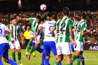 Momento del golpe de Pezzella (Betis-Málaga 16/17)