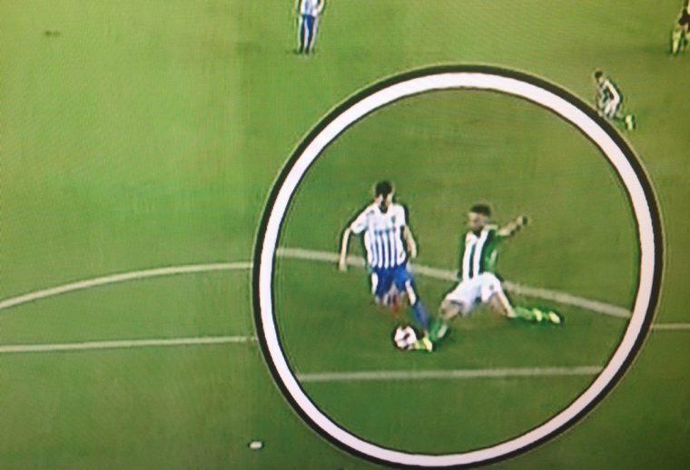 No hay penalti de Bruno sobre Juanpi