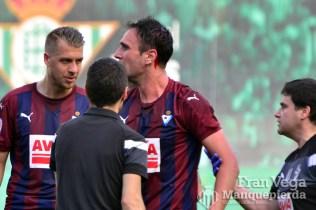 Jugador del Eibar sangrando (Betis-Eibar 16/17)