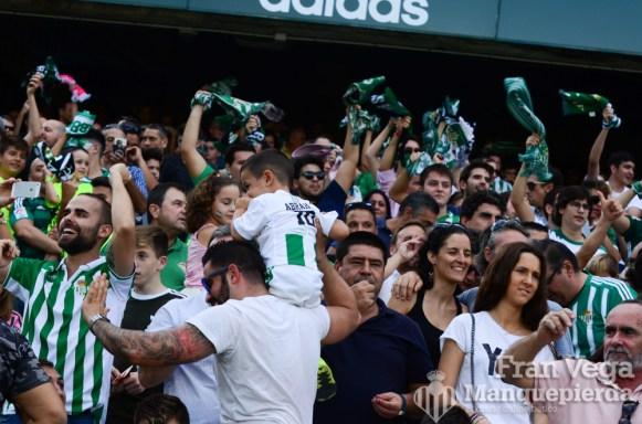 La aficion celebra el gol(Betis-Alaves 17-18)