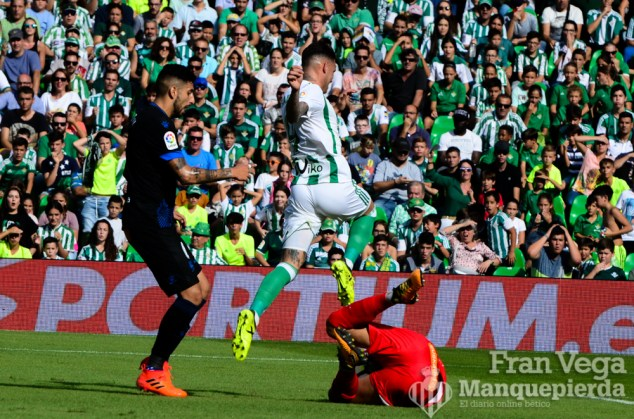 Sanabria salta al portero (Betis-Alaves 17-18)