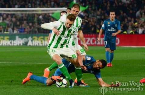 Loren se va de Casemiro(Betis-Madrid 17-18)