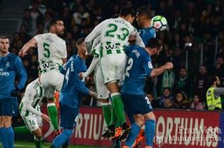El primer untento de Mandi se fue por poco(Betis-Madrid 17-18)