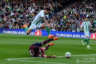 Sergio sortea a un rival (Betis-Eibar 17-18)