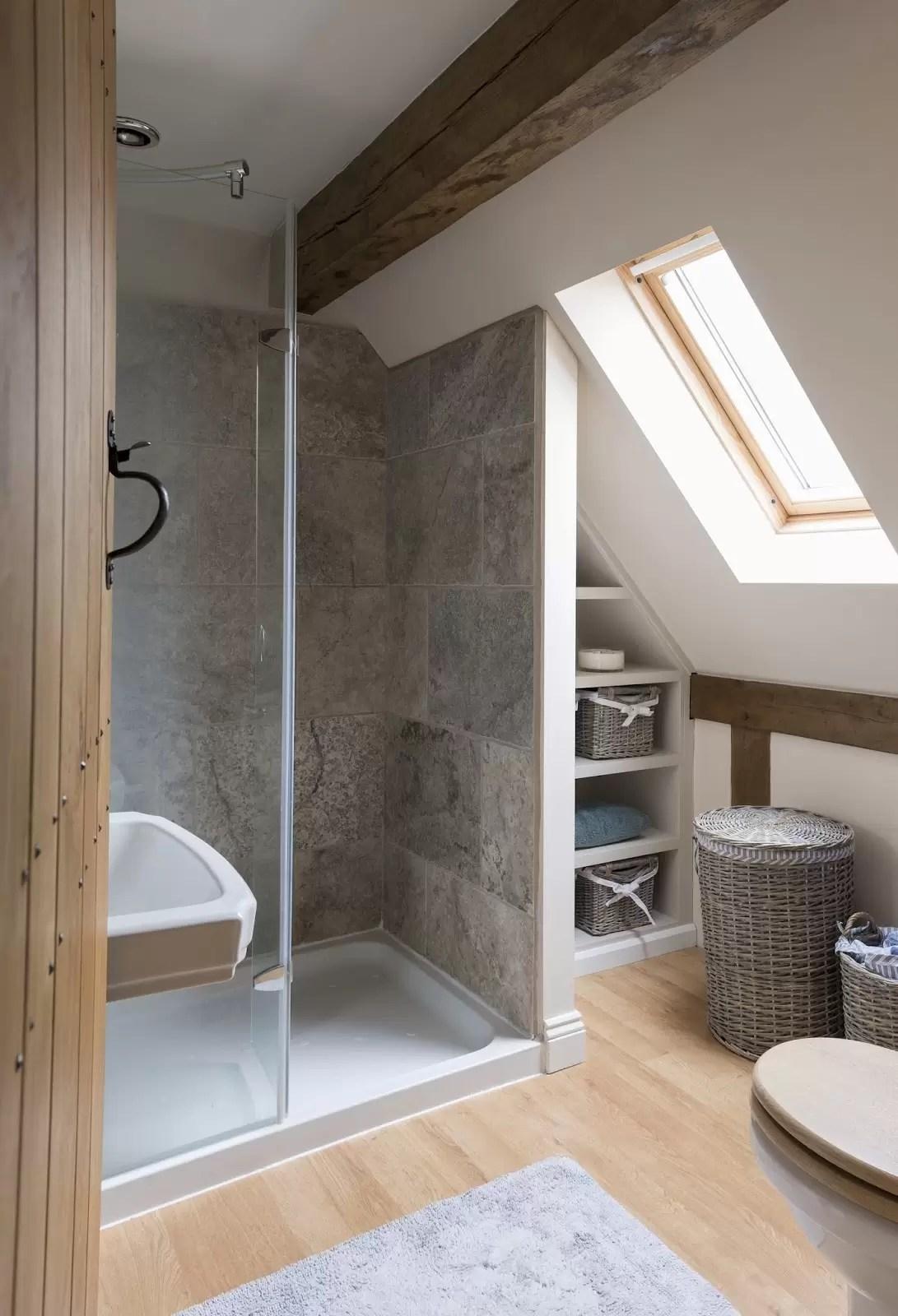 7 bagni con doccia nel sottotetto  Mansardait